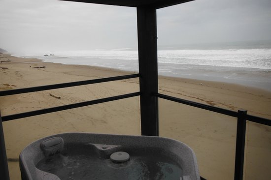 Beachfront Manor Hotel: view from hot tub