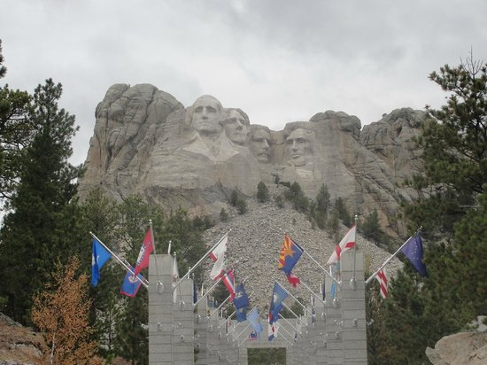 Mount Rushmore National Memorial : Mount Rushmore with the flags