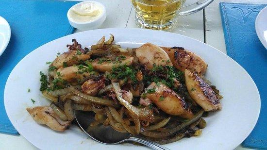 Virazon: Porção de chipirrones... (Lulinhas) muito bom o tempero....adoramos!!!