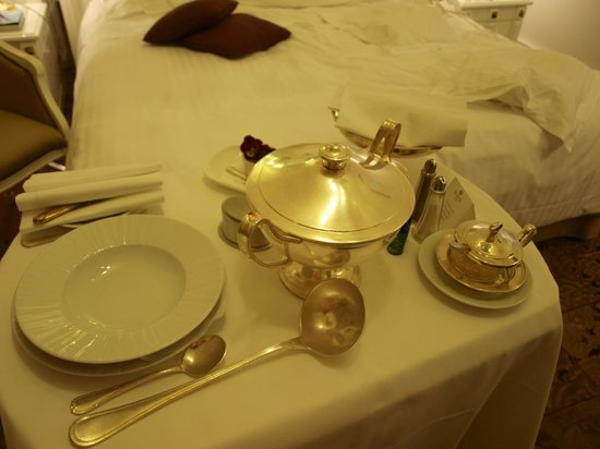 Hotel Majestic Roma : room service old-school style