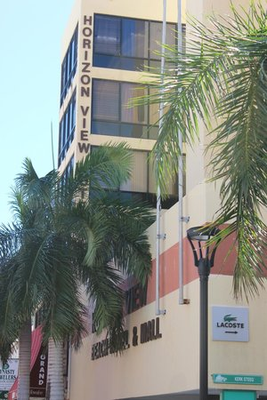 Horizon View Beach Hotel: The hotel as you approach on Front Street