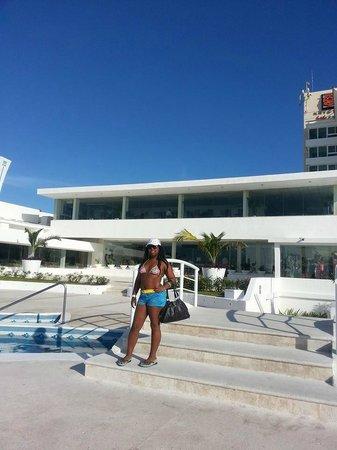 Krystal Cancun : afuera del restaurante