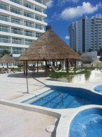 Krystal Cancun : bohio-- snack bar