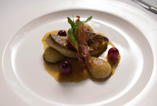 Zenzero Restaurant & Wine Bar: Pan fried Foie Gras with caramelized pear