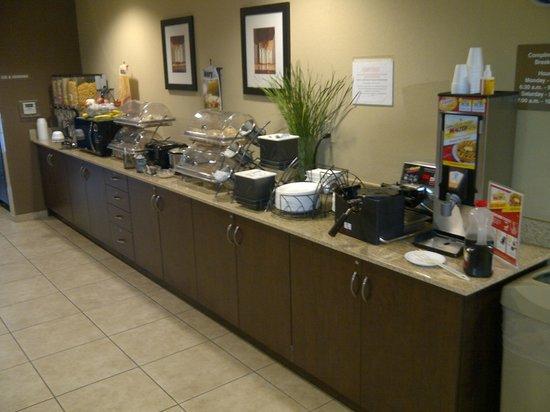Microtel Inn & Suites by Wyndham Harrisonburg: Breakfast foods