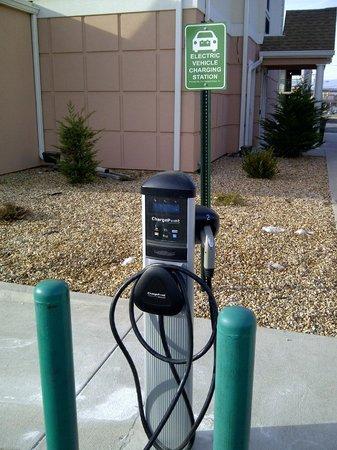 Microtel Inn & Suites by Wyndham Harrisonburg: Electric Car charging station