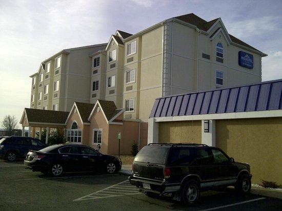 Microtel Inn & Suites by Wyndham Harrisonburg: Building exterior