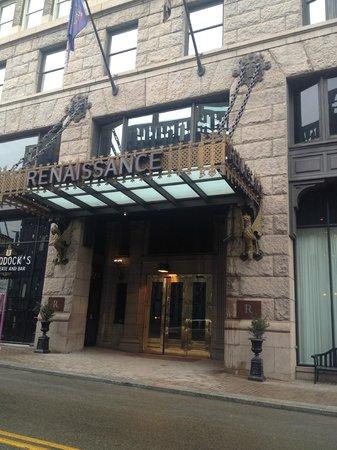 Renaissance Pittsburgh Hotel: Front Entrance