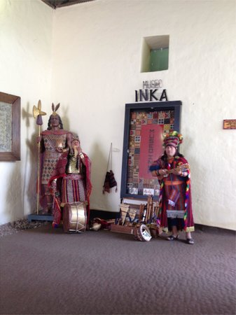 Museo Inka : Ceremonial chanting as you come in the door...