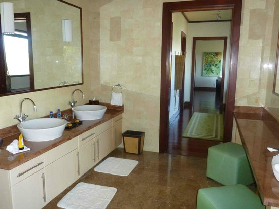 Four Seasons Resort Costa Rica at Peninsula Papagayo: Casa la Luna Master Bath