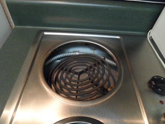 Ft. Myers Extended Stay Hotel: Broken Stove