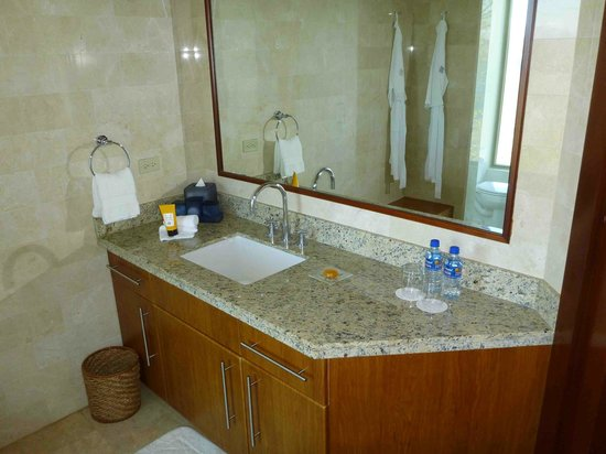 Four Seasons Resort Costa Rica at Peninsula Papagayo: Guest bedroom bathroom at Casa la Luna
