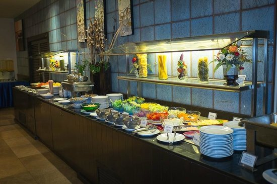 Pinnacle Lumpinee Park Hotel: Breakfast