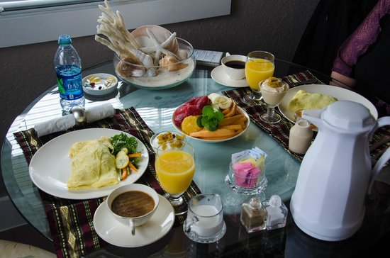 Meranova Guest Inn: Breakfast