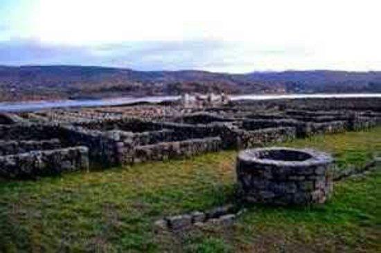 Baños Romanos De Bande:Aquis Querquennis: Pozo romanoo y campamento