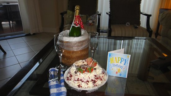 Sandals Royal Bahamian Spa Resort & Offshore Island: Our Travel agent made an arrangement for my husband 's b day
