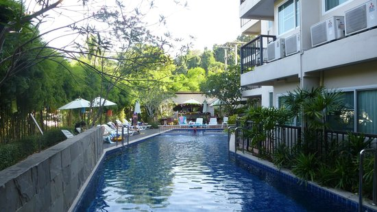 Aonang All Seasons Beach Resort: Hotel swimming pool.