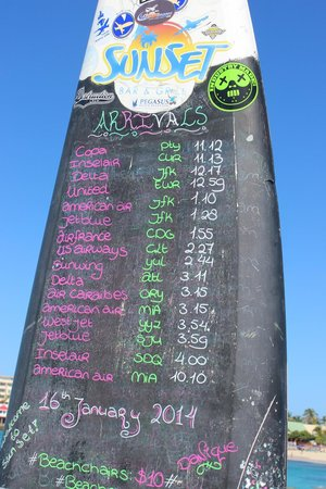 Playa Maho: Surfboard schedule