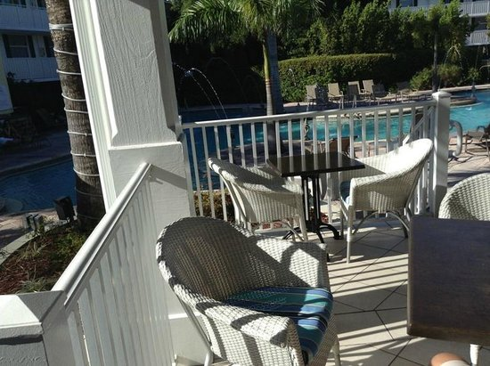 Fairfield Inn & Suites Key West: Outdoor dining area for Tiki bar and breakfast