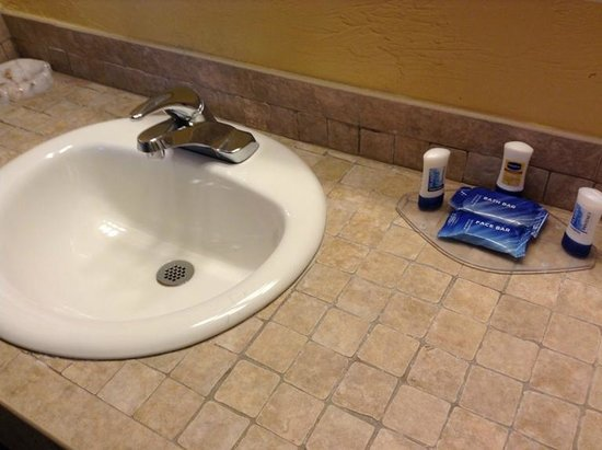 Fairfield Inn & Suites Key West: Vanity - tiled.  I love the tile