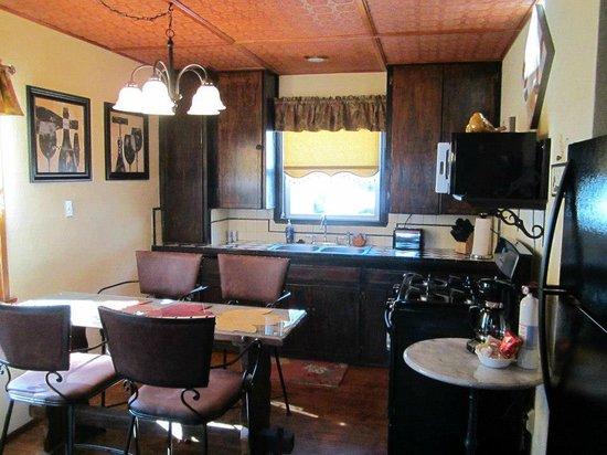 Hillcrest Lodge: Cottage Kitchen