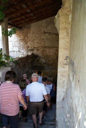 Katakomben des hl. Johannes (Katakomben von Syrakus): Walking into underground area