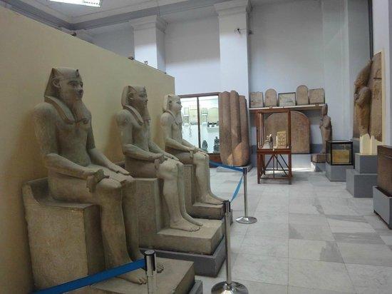 Musée égyptien du Caire : Interior del Museo de El Cairo