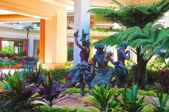 Grand Wailea - A Waldorf Astoria Resort: Lobby sculptures