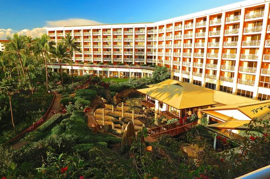 Grand Wailea - A Waldorf Astoria Resort : View from room 6042…Amasia Restaurant on ground level