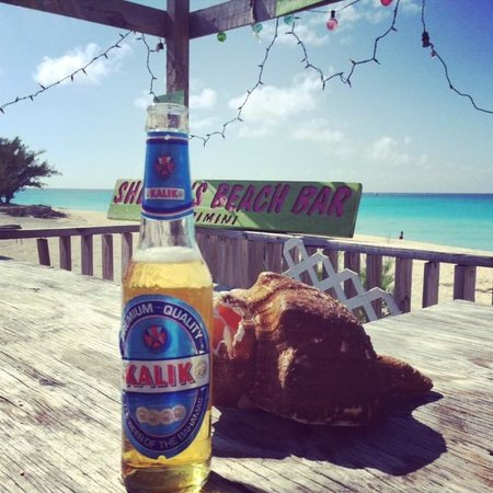 Sherry's Paradise Beach Bar: Iced cold Kalik with a conch shell
