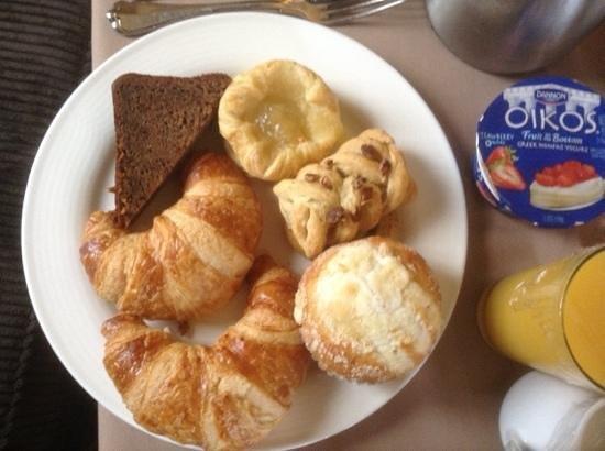 InterContinental Stephen F. Austin : stone cold average breakfast breads & rock hard butter. yum