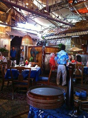 Mama's Fish House : Interior