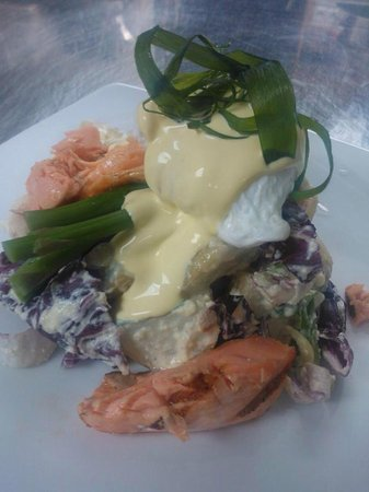 The Redoubt Bar and Eatery: Salmon Salad