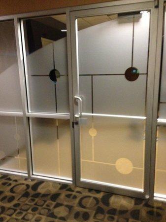 Moonrise Hotel: Entering fitness center