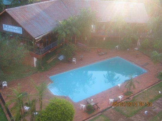 Latino Hotel: Pileta desde la habitación