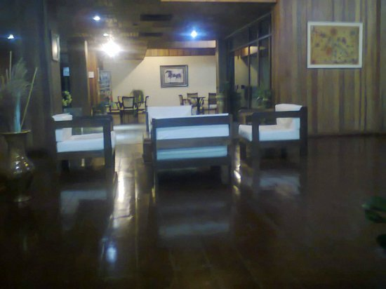Latino Hotel: Recepción