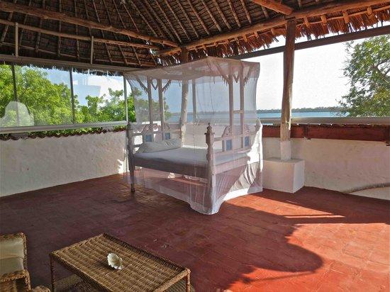 Shimoni Reef Lodge: Outside bed upstairs room