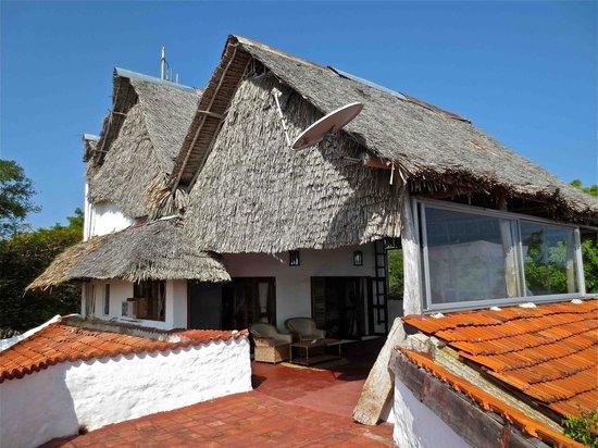 Shimoni Reef Lodge: Upstairs room from roof patio