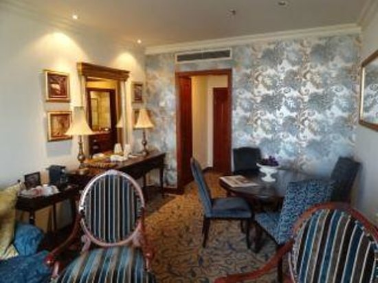 Michelangelo Hotel: The suite was spacious