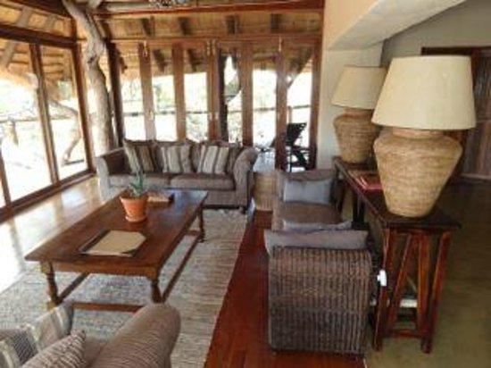 Tuningi Safari Lodge: The main building's indoor area