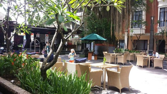 BEST WESTERN Resort Kuta: Open Bar Area