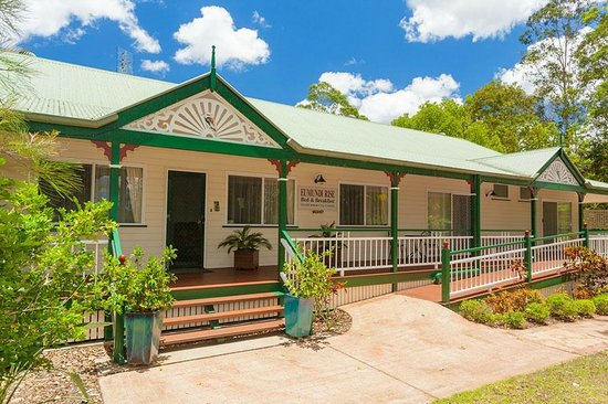 Eumundi Rise Bed & Breakfast: Front view of Eumundi Rise B & B