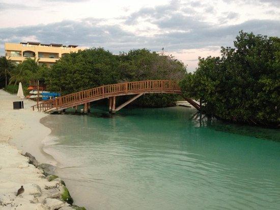 Hacienda Tres Rios : Bridge over river to lagoon