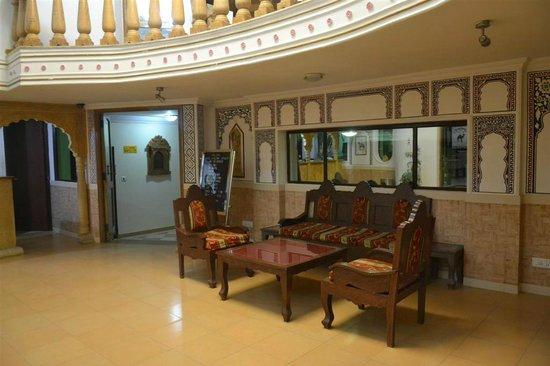 Stay Simple Hotel Jaisalgarh: Reception Guest Sitting