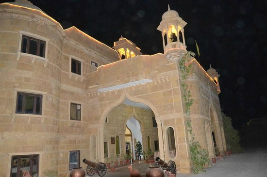 Hotel Jaisalgarh: Elevation - Entry