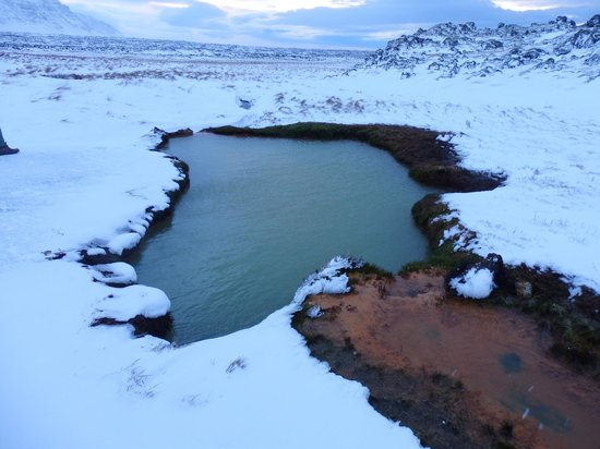 Goecco : Swimming in a remote thermal pool