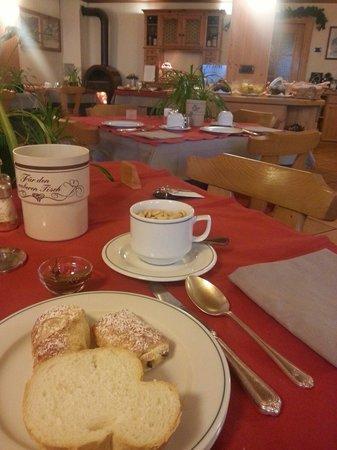 Hotel Alpi & Golf: La ricchissima colazione!