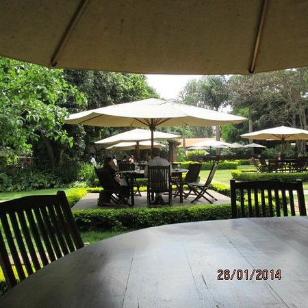 Arusha Coffee Lodge: Lunch in the garden