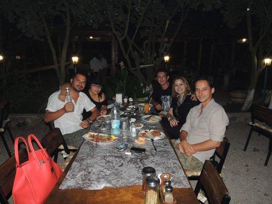 Cin Bal Kebab Restaurant: Otimo lugar pra levar os amigos