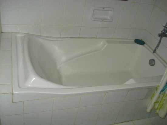 Puerto Del Sol Beach Resort: tub